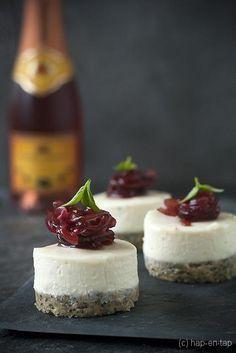 Geitenkaas cheesecake hapje met rode uienconfituur