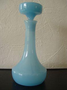 carafe de nuit Opaline bleu ciel portieux avec bouchon art deco