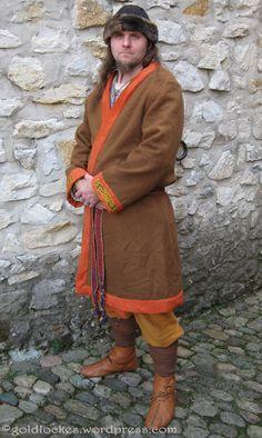 Billedresultat for schnittmuster klappenmantel Viking Hood, Viking Garb, Viking Reenactment, Viking Men, Viking Life, Medieval Costume, Norse Clothing, Medieval Clothing, Historical Clothing
