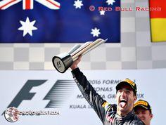 Ricciardo gana tras más de dos años sin hacerlo