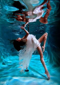 being under the water and its reflective view from the surface is amazing. Underwater Photoshoot, Underwater Model, Underwater Art, Underwater Photography, Portrait Photography, Fashion Photography, Photography In Water, Underwater Quotes, White Photography