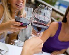 Un estudio de la Universidad de Tufts en Boston (EE.UU.) con más de 2.400 participantes, demostró que las mujeres que beben vino tienen menos posibilidades de perder masa ósea que las mujeres que no beben, debido al efecto positivo sobre la densidad mineral...