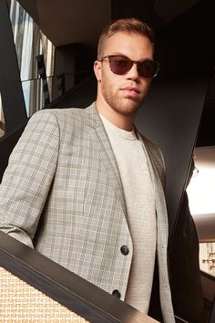 Taylor Hall wears Kingston Mirage Men's Sunglasses. Crafted in rich, Italian acetate, the style flatters those with square, round, oval, and heart-shaped faces. It's larger in size, so it rests comfortably on men with wider faces as it has longer-than-average temples to wrap around ears for the snuggest fit possible.