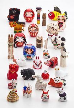 Japanese folk toys : maneki neko, daruma, kokeshi, akabeko, papier mache figurines, wooden bear, etc.