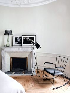 This understated and inviting mantel corner