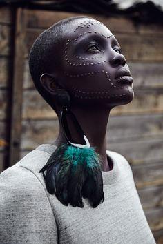 LÖWE BLACK  Photograther Thomas Babeau | UNO PostproductionSeguir leyendo