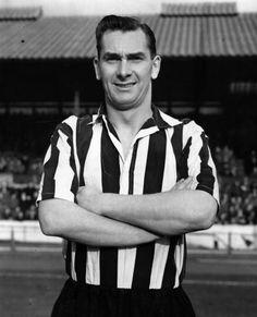 Jackie Milburn of Newcastle Utd in Legends Football, Football Icon, Retro Football, Vintage Football, Newcastle Shirt, Newcastle United Football, Der Club, St James' Park, Everton Fc