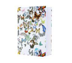 Bewaar in dit album foto's, knipsels, trouwherinneringen en ander kostbaars. Een echt couture plak- en notitieboek die je vlinders in de buik geeft. De vergulde randen geven een extra pracht. Hardcover, met 128 onbeschreven pagina's.