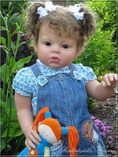 Arianna in garden - Realbabydolls Nursery