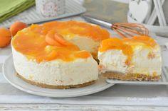 La Cheesecake alle albicocche e' una torta fredda che non richiede cottura, semplice da fare e si conserva in frigo facilmente. Si puo' anche congelare per tenerla piu' a lungo.