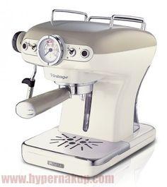 Expresso kávovar Ariete Vintage Espresso - 900 W a 15 bars – pre kávové soft pody (E.S.E.) ako aj mletú kávu, s jedinečným dizajnom inšpirovaným prvkami Vintage, plne vybavený termoblokom, tryskou na na penenie mlieka, odnímateľnou odkvapávacou mriežkou a odnímateľnou nádobkou na vodu pre jednoduché plnenie, údržbu a čistenie.Držiak filtra s možnosťou:2 šálky mletá káva1 šálka mledá káva /1 E.S.E. podOdnímateľná mriežkaNapeňovacia tryskaOdnímateľná nádobka na vodu s kapacitou 0,9LAriete...