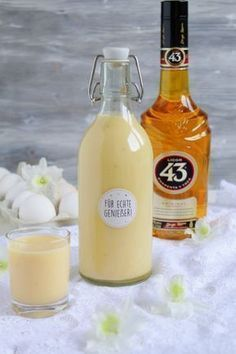 Orange - vanilla - eggnog with 43 He (Food with Love - Thermomix recipes with heart) Hello beloved Boah - tastes the delicious! Made of a few ingredients, this creamy eggnog is quickly mixed together Cocktail Drinks, Cocktail Recipes, Ponche Navideno, Cooking Chef Gourmet, Eggnog Recipe, Winter Drinks, Schnapps, Punch Recipes, Christmas Drinks