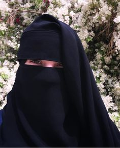 Hijab Evening Dress, Hijab Dpz, Stylish Hijab, Islamic Girl, Face Veil, Hijabi Girl, Tights Outfit, Niqab, Aesthetic Anime