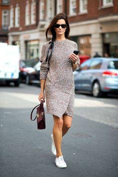 Кроссовки + платье: как одеваться просто, стильно и со вкусом?