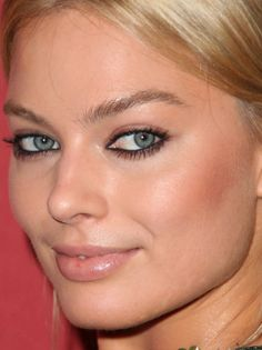 Margot Robbie at the 2014 Night of Stars. http://beautyeditor.ca/2014/12/17/holiday-party-makeup