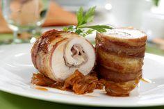 Pechuga de pollo envuelta en bacon y rellena de jamón y queso