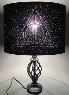 How to turn your bedroom into an IRL Hogwarts grotto - Harry Potter merchandise – best Harry Potter bedroom decor - Objet Harry Potter, Décoration Harry Potter, Harry Potter Thema, Harry Potter Nursery, Harry Potter Merchandise, Harry Potter Deathly Hallows, Hogwarts, Decoracion Habitacion Ideas, Harry Potter Weihnachten
