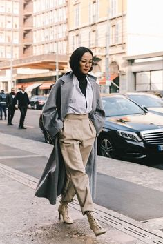 Street style la fashion week automne hiver 2019 2020 de milan monday back to basics! Milan Street Style, Paris Street Fashion, Street Style Fashion Week, Street Style Outfits, Street Style Blog, Fashion Week Paris, Autumn Street Style, Mode Outfits, Street Style Looks