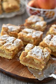 Grandma's covered apple pie- Omas gedeckter Apfelkuchen Recipe for an absolute classic – the covered apple pie. Apple Cake Recipes, Apple Desserts, Pie Recipes, Sweet Recipes, Dessert Recipes, Cooking Recipes, Polish Desserts, Polish Recipes, Polish Food