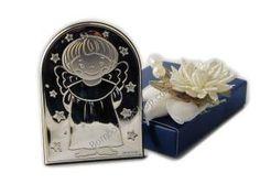 Carinissima bomboniera con l'icona di un  angelo, in argento bilaminato con fantasia stelline, completa di sacchettino portaconfetti!!