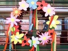 Sofia's Kindergarten: ΛΟΥΛΟΥΔΙΑ και ΠΡΩΤΟΜΑΓΙΑ(δραστηριότητες-κατασκευές) Work Activities, School Decorations, May 1, Kids And Parenting, Kindergarten, Spring, Blog, Crafts, Posts