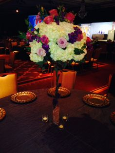 Long stems and full robust bouquet create breathtaking, elegant #centerpieces #decor www.konceptevents.com