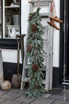 63 creative diy outdoor christmas decoration ideas page 22 Christmas Swags, Woodland Christmas, Xmas Wreaths, Noel Christmas, Rustic Christmas, Winter Christmas, Christmas Crafts, Primitive Christmas, Country Christmas Decorations