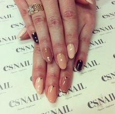 Like the studs Es Nails, Nude Nails, Gold Nails, Nail Polish Designs, Nail Designs, Gold Line, Square Nails, Nail Tutorials, Short Nails