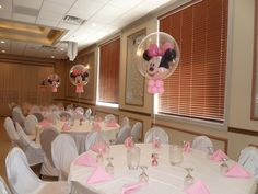 For the cake table, I created two balloon columns with a Minnie double bubble topper. Behind the cake table, I created a pink link-o-loon arch.
