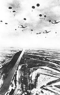 Operación Hannibal: Los Fallschirmjäger asaltan el Canal de Corinto - 26/04/1941. Pin by Paolo Marzioli