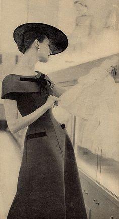 Vintage Retro Style Charm Magazine June 1955 - From Charm Magazine June Vogue Vintage, Vintage Fashion 1950s, Moda Vintage, Vintage Couture, Vintage Glamour, Vintage Beauty, Retro Vintage, Women's Retro Fashion, Club Fashion