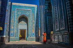 Weary Silk Road Travelers, Samarqand - Uzbekistan Middle Aged Man, Travel Videos, Silk Road, Backpacker, World Traveler, Taj Mahal, Louvre, Adventure, Cords