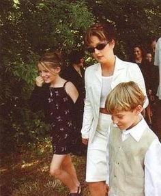 Lisa and her children - lisa-marie-presley Photo