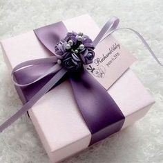 pretty gift wrap idea #giftwrapping #emballagecadeau #purple