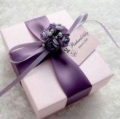 pretty gift wrap idea #giftwrapping #emballagecadeau #purple