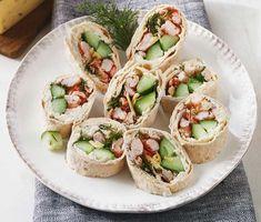 Recept: Ost- och kräftrulle med dill och gurka