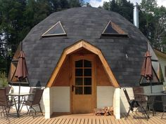 Pictures and ideas of Domes built using the geodesic dome plans Hut House, Tiny House Cabin, Dome House, Sustainable Architecture, Contemporary Architecture, Residential Architecture, Yurt Home, Natural Building, Green Building