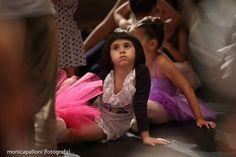 Fotografia di Danza. Monica Palloni [fotografa] #littledancer #smorfia #dancer #danza #ballo #dance #ballerina #moments #photo #attimi #foto #momenti #photographer #passion #violet #pink #white #monicapallonifotografa
