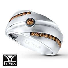 This elegant men's band from Le Vian® features a rich Chocolate Diamonds® center, and swirls of additional Chocolate Diamonds® that wrap around the 14K Vanilla Gold® band. An engraved swirl in the center adds textural interest to complete the look.