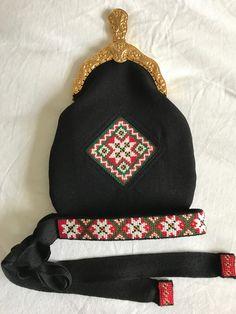 Made by Inger Johanne Wilde Ethnic, Coin Purse, Winter Hats, Dolls, Purses, Wallet, Beads, Baby Dolls, Handbags