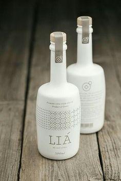 Mira amor lo que encontré  una botella asi...  L Y A