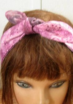 How To Wear A Bandana In Your Hair As A Headband Summer 64+ Best Ideas How To Wear Flannels, How To Wear Blazers, How To Wear Scarves, Plus Size Legging Outfits, Blanket Scarf Outfit, Bandana Hairstyles Short, How To Wear Hijab, Bad Hair Day, Pin Up Style