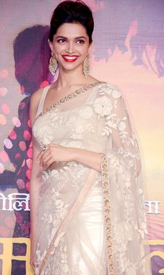 Check out some of Deepika Padukone's best saree and blouse designs that give us major fashion inspiration! Sari Design, Mode Bollywood, Bollywood Fashion, Bollywood Saree, Deepika In Saree, Elegant Saree, Elegant Dresses, Formal Dresses, Indian Dresses
