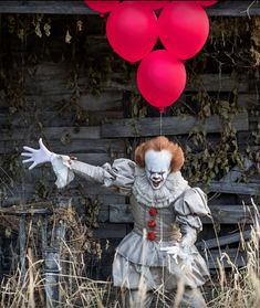 Who else wants to fucking meet him? Horror Movie Characters, Best Horror Movies, Scary Movies, Bill Skarsgard Pennywise, Pennywise The Dancing Clown, Creepy Clown, Hip Hop Art, Arte Horror, Shows