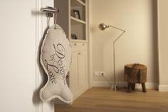 De krabvis, bestaande uit een katoenen zijde en een zijde gemaakt van Sisal, zorgt voor veel speelplezier voor de kat en is tevens een trendy accessoire voor in huis! www.designedbylotte.nl