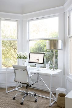 How to Seamlessly Incorporate an Office in a Small Space