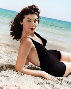 One of Hollywood's 'A' list actresses, Ava Gardner Hollywood Vintage, Old Hollywood Glamour, Classic Hollywood, Hollywood Stars, Hollywood Icons, Golden Age Of Hollywood, Glamour Hollywoodien, Vintage Glamour, Divas