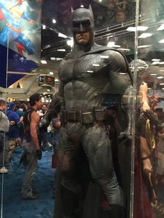 batman-v-superman-batman-armor-costumes-weapons-prop-photos20