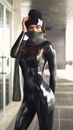 Masked Cutie in a tantalizing black Latex catsuit Pvc Fashion, Fetish Fashion, Latex Fashion, Womens Fashion, Latex Suit, Latex Dress, Sexy Latex, Mode Latex, Sexy Outfits