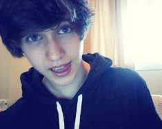 Gallery For > Cute Boys With Brown Flippy Hair And Blue Eyes